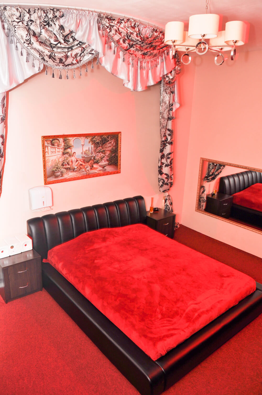 Эротический массаж в салоне Симона